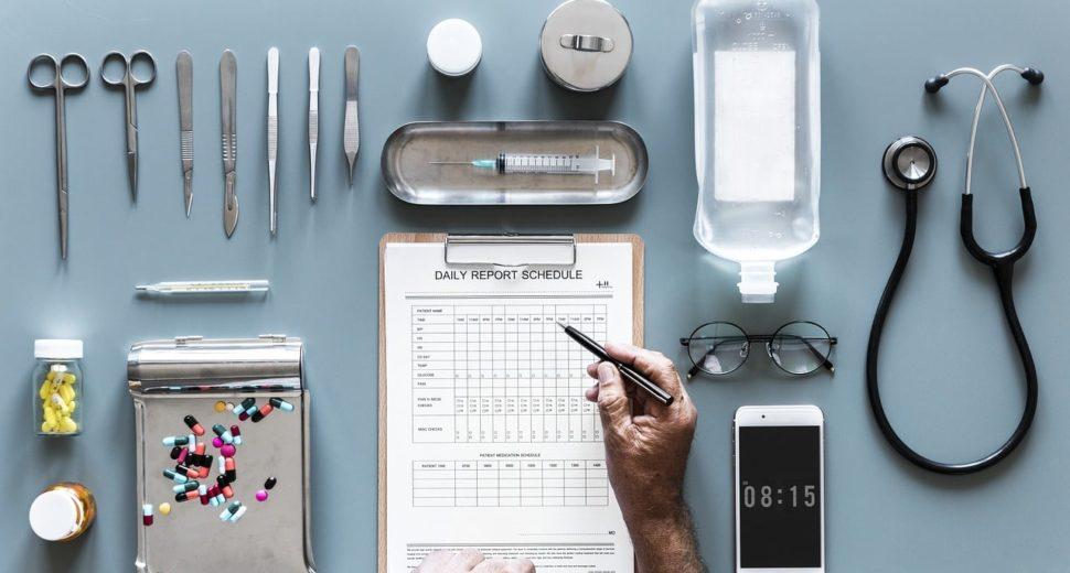 """La France a-t-elle un problème avec les """"médecines alternatives"""" ?"""
