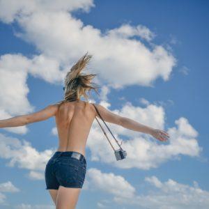 """Tendance """"no bra"""" : la vie sans soutif"""